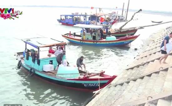 Ngư dân Quảng Ngãi, Hà Tĩnh rộn ràng ra khơi đầu năm