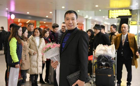 Sau Paris Haute Couture, NTK Hoài Nam tiếp tục mang áo dài Việt sang Singapore