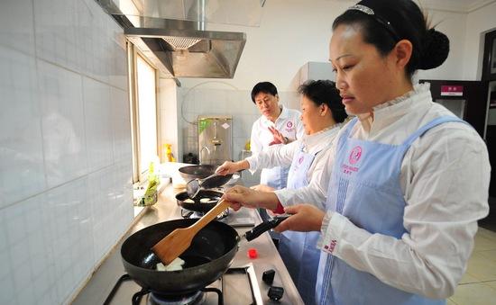 Trung Quốc: Bùng nổ dịch vụ giao đồ ăn tại nhà