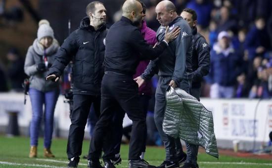 """Mourinho """"cười vào mặt"""" Guardiola: Hãy cư xử như HLV của đội bóng lớn"""