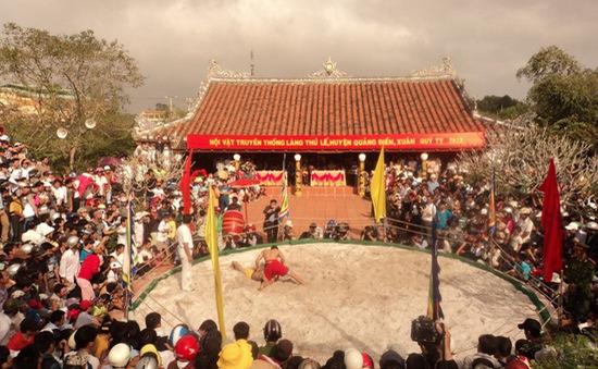 Tưng bừng hội vật đầu xuân làng Thủ Lễ, Thừa Thiên Huế