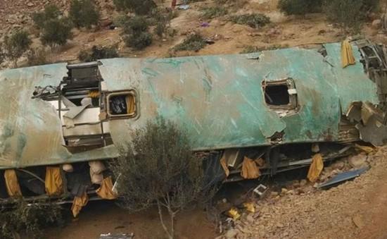 Peru: Xe bus lao xuống vực, ít nhất 44 người thiệt mạng