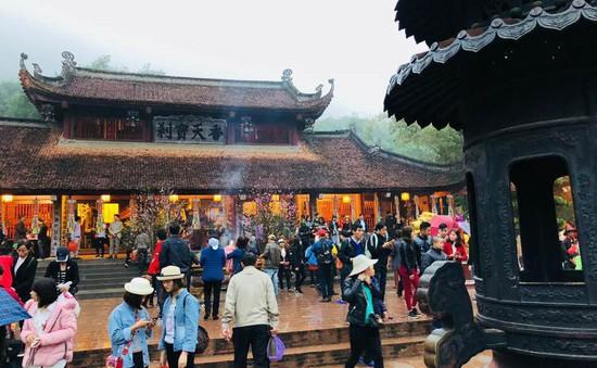 Đông đảo du khách thập phương dự lễ khai hội chùa Hương