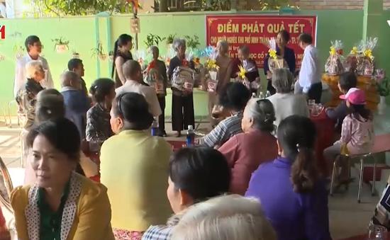 Tây Ninh chăm lo Tết cho người nghèo