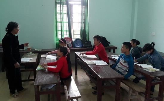 Bà giáo U80 của học sinh nghèo vùng biển