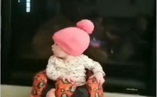 Em bé gây sốt cộng đồng mạng từ cuộc thi Baby Olympic