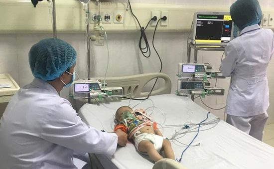 Quảng Ninh: Cấp cứu kịp thời cho trẻ 6 tháng tuổi bị co giật toàn thân