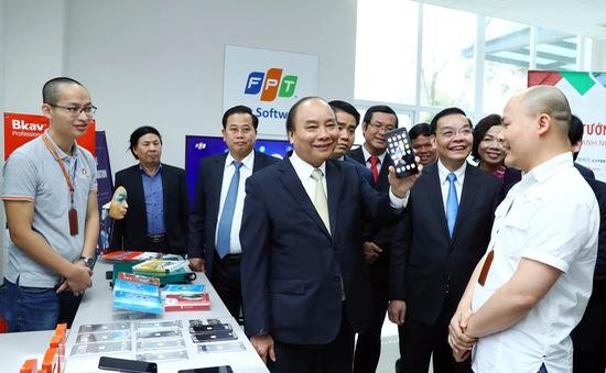 """Những smartphone thương hiệu Việt ra đời từ """"vườn ươm"""" Hòa Lạc"""