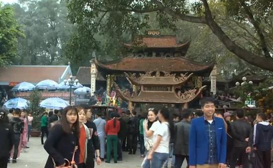 Ngăn chặn nạn trộm cắp móc túi ở đền Bà Chúa Kho