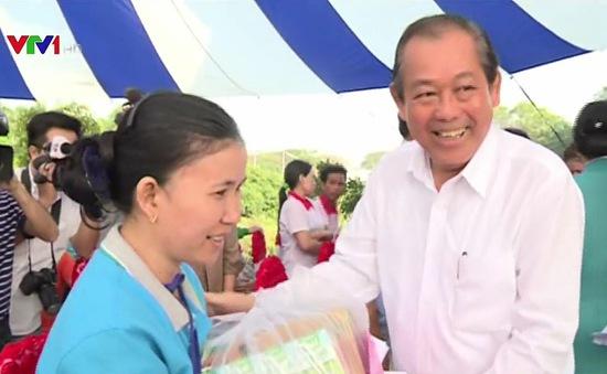 Lãnh đạo Đảng, Nhà nước thăm, tặng quà Tết cho nhân dân và người lao động