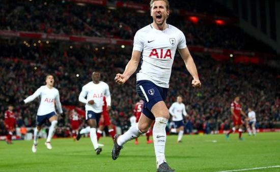 """Hài hước: Trọng tài ăn mừng sau khi """"biếu"""" penalty cho Tottenham"""