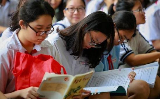 Tranh luận về 6 tác phẩm văn học bắt buộc phải có trong chương trình môn Ngữ văn