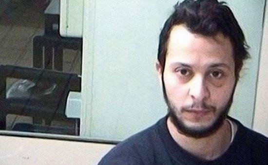 Nghi phạm sống sót duy nhất trong vụ khủng bố Paris từ chối trả lời tại tòa