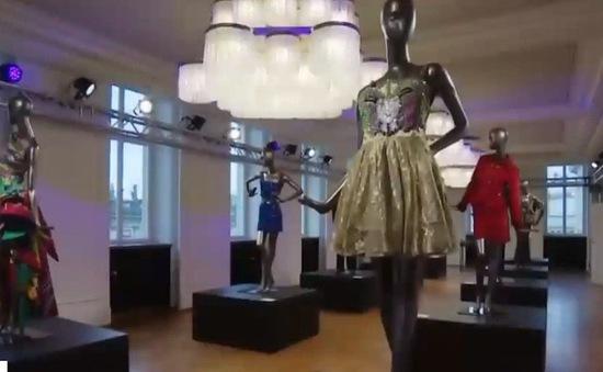 Bộ sưu tập độc đáo vinh danh nhà mốt Versace