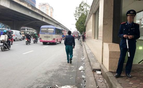 Hà Nội: Nhiều tuyến đường cắm biển cấm dừng đỗ