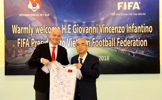 Ảnh: Chủ tịch FIFA Gianni Infantino trong chuyến thăm và làm việc tại Việt Nam