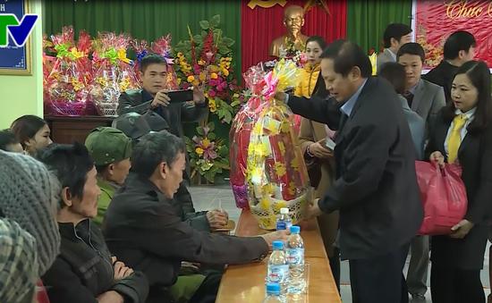Bộ Thông tin truyền thông tặng quà Tết cho các hộ chính sách, hộ nghèo tại Quảng Bình