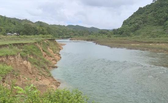 Sạt lở nghiêm trọng các dòng sông ở Quảng Trị