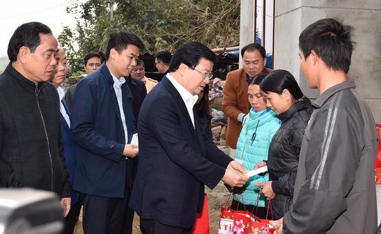 Phó Thủ tướng trở lại thăm người dân vùng bị sạt lở đất huyện Tân Lạc, Hòa Bình