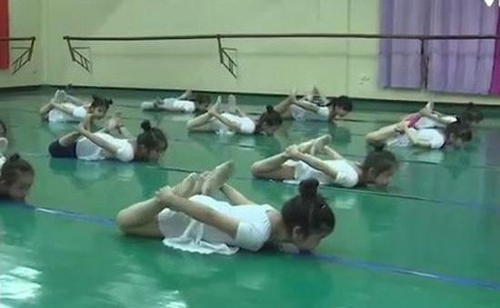 Khi trẻ em luyện tập múa ballet chuyên nghiệp