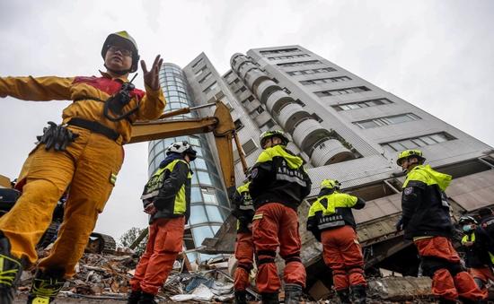 Tiếp tục tìm kiếm nạn nhân mất tích sau động đất ở Trung Quốc