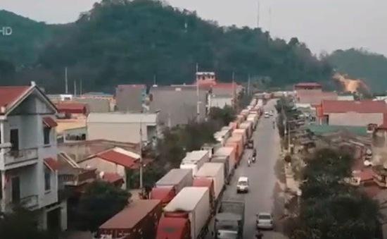 Khẩn trương thông quan cho xe chở nông sản bị ùn ứ ở Lạng Sơn