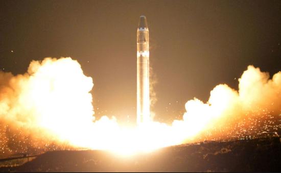 Triều Tiên phô diễn tên lửa đạn đạo Hwasong-15 trong lễ duyệt binh