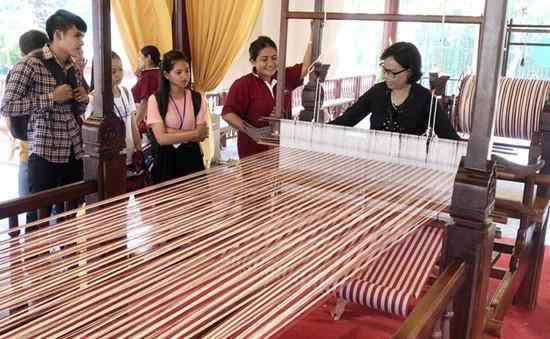Chuyện về chiếc khăn rằn Krama dài nhất thế giới