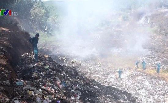 Vụ cháy bãi rác ở Bình Phước: Huy động 2 xe cứu hỏa khống chế đám cháy