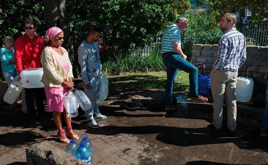 """Nam Phi nỗ lực """"thoát"""" viễn cảnh """"Ngày không nước"""""""