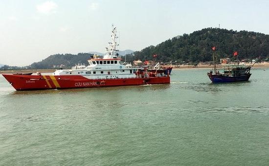 Cứu hộ thành công 7 ngư dân cùng tàu cá bị nạn trên vùng biển Nghệ An