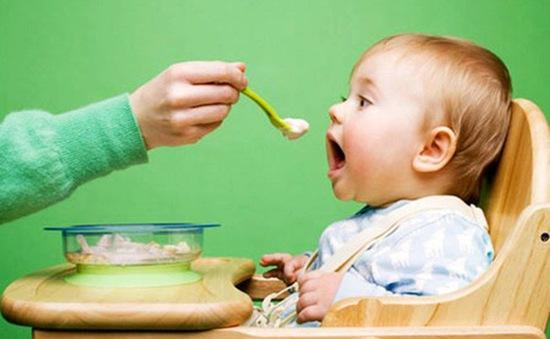 Lời khuyên dinh dưỡng dành cho trẻ dưới 2 tuổi trong dịch COVID-19