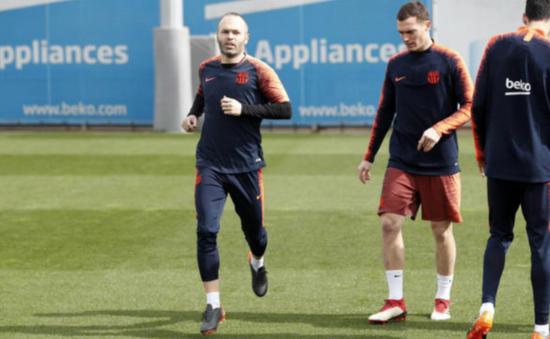 Iniesta bình phục thần tốc, Chelsea lo sốt vó