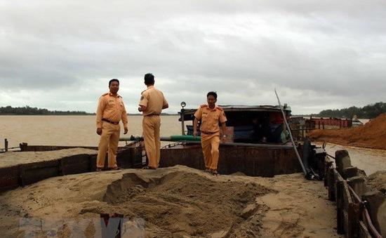 Quảng Nam: Phát hiện 5 tàu khai thác cát trái phép trên sông Thu Bồn