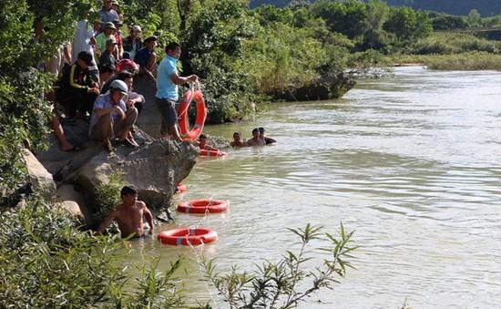 Bình Thuận: 1 thiếu niên chết đuối trong lúc tắm hồ