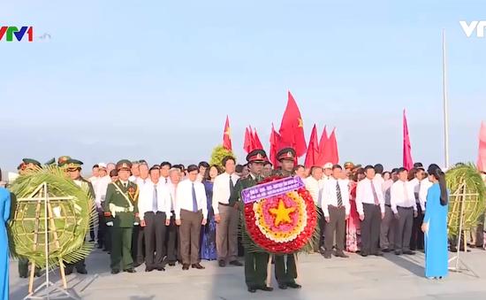 Dâng hương tưởng niệm 64 chiến sĩ Gạc Ma