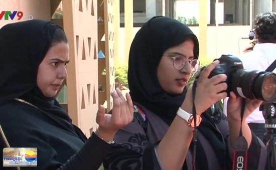 Nữ sinh Saudi Arabia học làm phim sau khi lệnh cấm chiếu phim được bãi bỏ