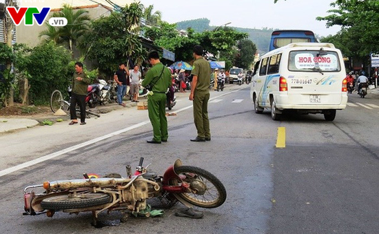 Quảng Ngãi: Tai nạn liên hoàn với xe khách, 3 người thương vong