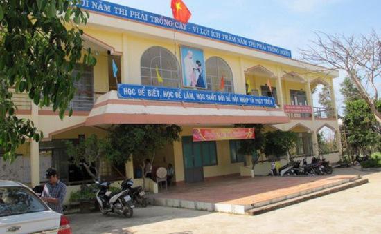 Đắk Lắk: Hiệu trưởng bớt xén tiền lương của giáo viên hợp đồng