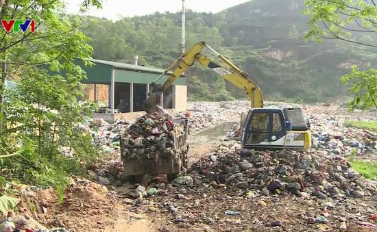 Hà Tĩnh: Hàng trăm hộ dân khổ sở vì sống chung với bãi rác ô nhiễm