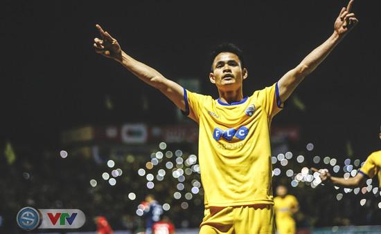 ẢNH: Đình Tùng tỏa sáng, FLC Thanh Hóa giành 3 điểm đầu tiên