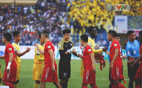 Kiến tạo cho đồng đội, thủ môn Văn Lâm, Tiến Dũng đi vào lịch sử giải VĐQG V. League
