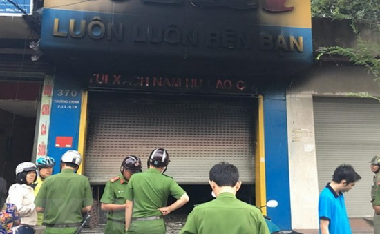 TP.HCM: Hỏa hoạn tại cửa hàng bán túi xách, 3 người thoát chết