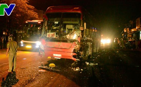"""Quảng Ngãi: Xe khách """"húc"""" ô tô bán tải, 3 người thương vong"""