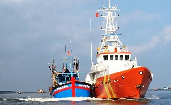 Cứu nạn khẩn cấp tàu cá hỏng máy tại khu vực biển phía Nam