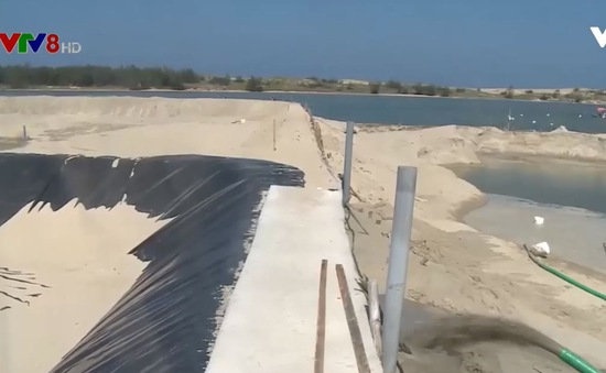 Phú Yên: Nhiều hộ cải tạo hồ nuôi tôm cao triều bằng cách bơm hút cát trái phép