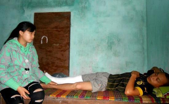 Người mẹ kiệt quệ trước cảnh chồng con cùng mắc bệnh tật ngặt nghèo