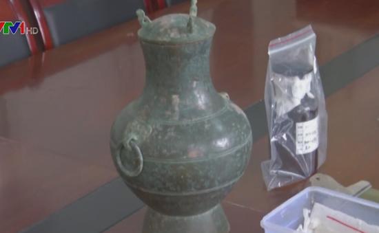 Trung Quốc khai quật ấm đồng đựng rượu niên đại hơn 2.000 năm