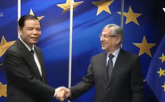 Bộ trưởng Nguyễn Xuân Cường tới châu Âu tháo gỡ thẻ vàng cho thủy sản Việt Nam