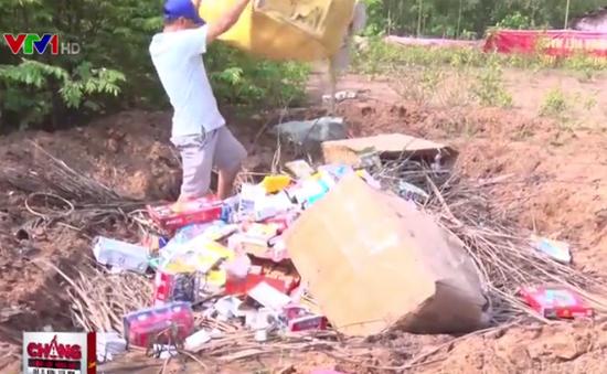 Vĩnh Long: Tiêu hủy hơn 100 mặt hàng bị bắt hư hỏng nặng